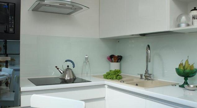 Aranżacja kuchni. Białe meble kuchenne